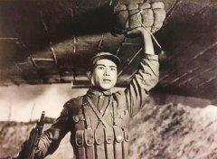 电影《董存瑞》:战火烽烟 英雄